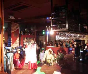 カフェでミュージカル、満員御礼!